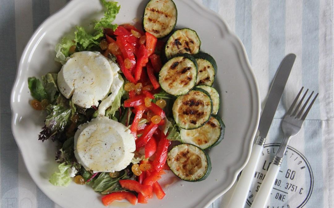 Salade met warme geitenkaas en courgette
