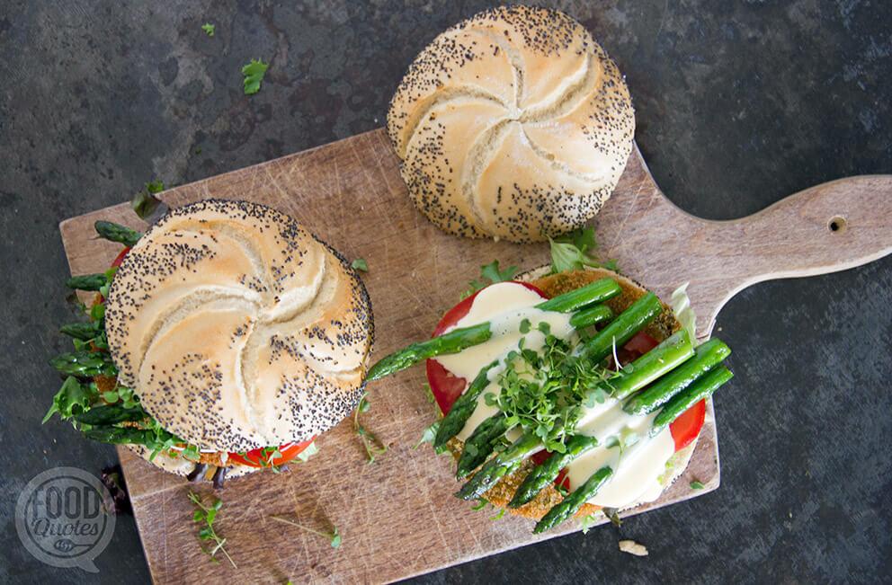 Aspergeburger met hollandaise saus