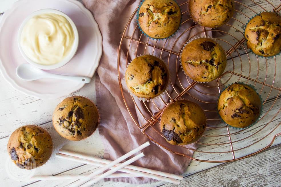 Chocolate chip cupcakes met vanille yoghurt