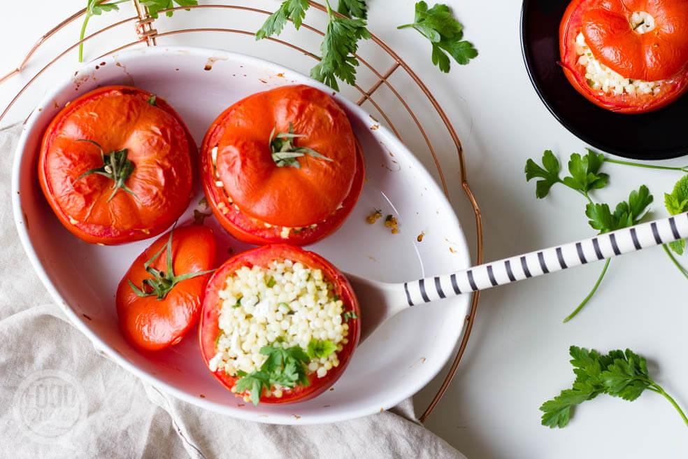 Tomaten met parelcouscous, feta en kruiden