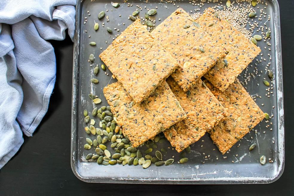 Kaas-basilicum crackers; vezelrijk en knapperig