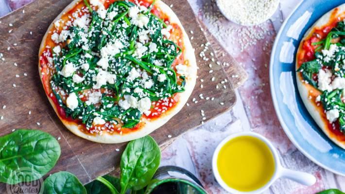 pizza met spinazie en feta
