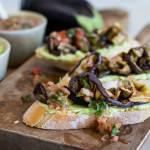 Bruschetta met gegrilde aubergine