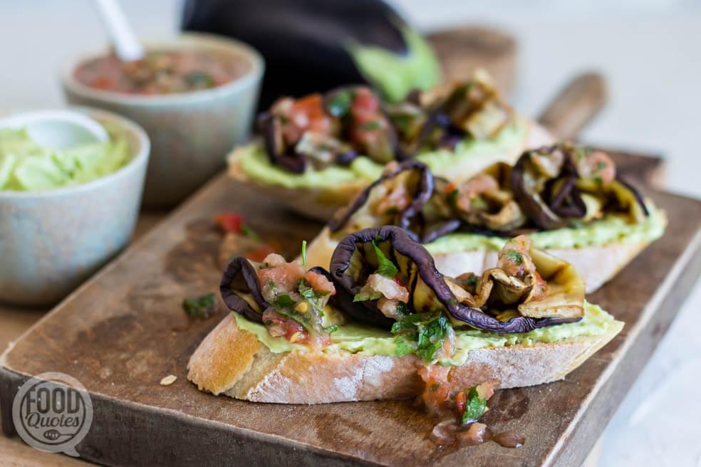 Bruschetta met gegrilde aubergine en avocadospread