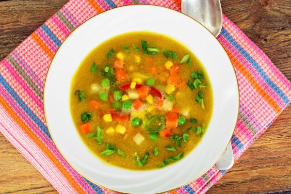 Как готовить кукурузный суп. Домашние супы с консервированной кукурузой: простые рецепты. Куриный суп с кукурузой и копченой курицей