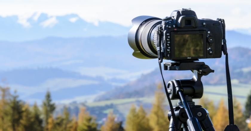 How can you click photos on solo traveling? Solo Traveling photograp