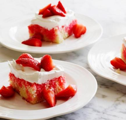 This Strawberry Poke Cake is just too good 1