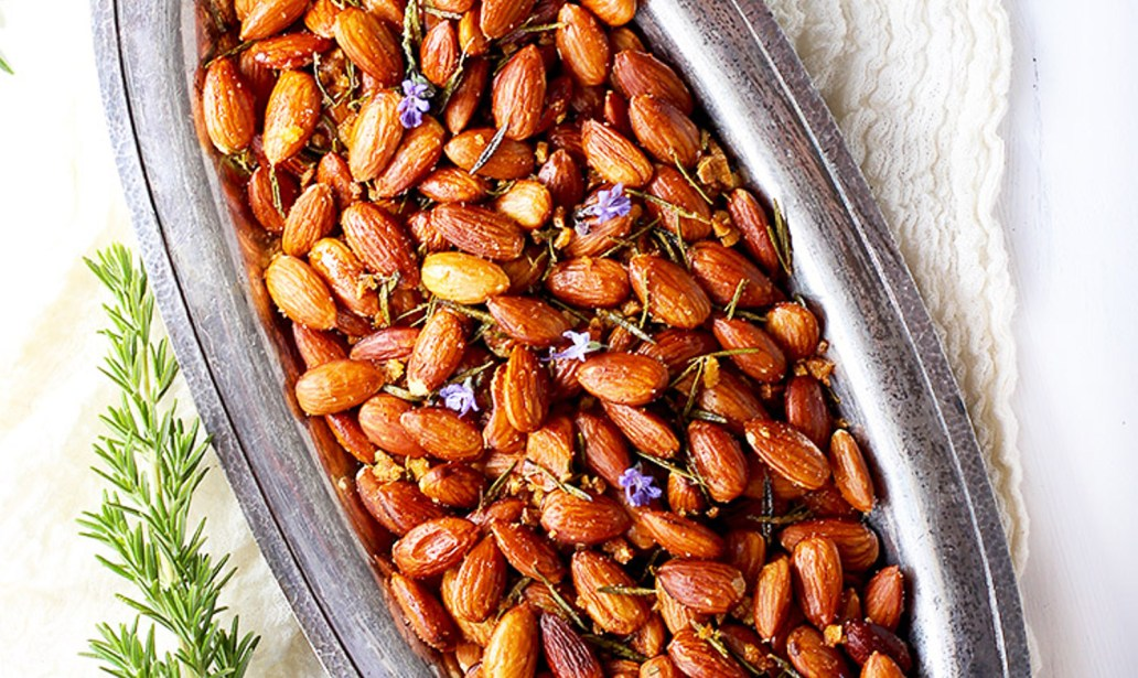 Rosemary-roasted almonds – Recipe 1