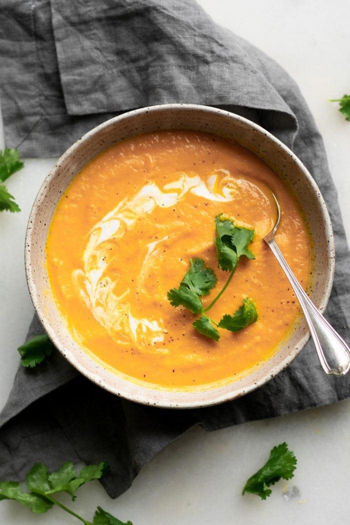 奶油素食椰子薑胡蘿蔔湯