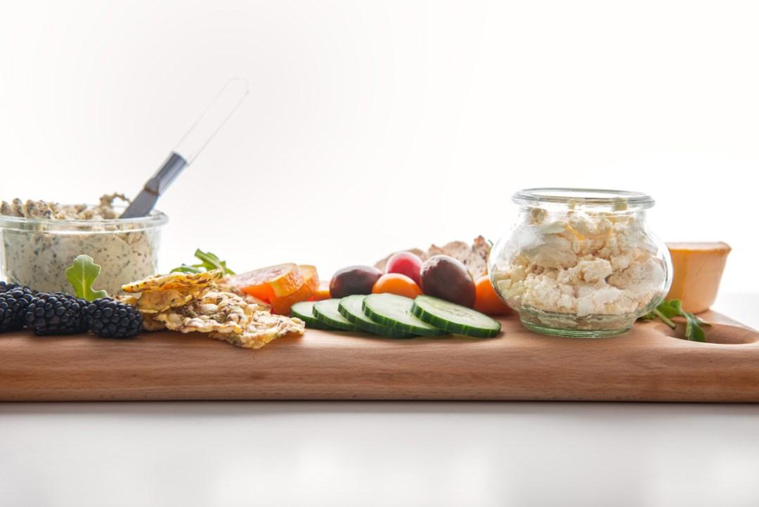 純素奶酪和蔬菜展示