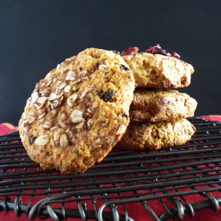 vegan-breakfast-cookies-with-goji-berries
