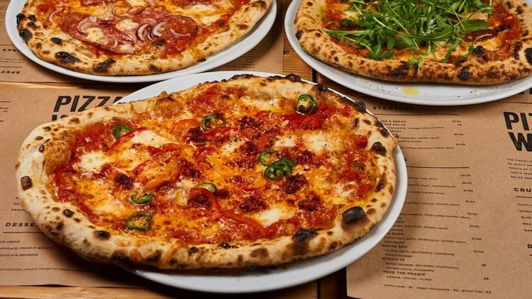 10 Ways To Have A Delicious Pizza Party - Deliveroo Foodscene