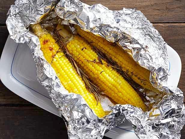 FNM_090113-Foil-Packet-Corn-Recipe_s4x3.jpg.rend.hgtvcom.616.462