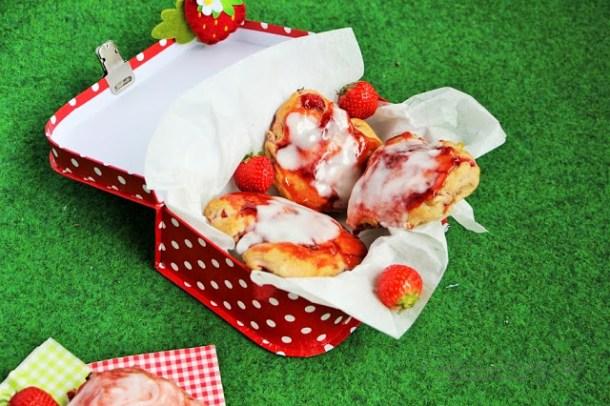 Erdbeer-Rhabarber Scones von Pauley Perrette