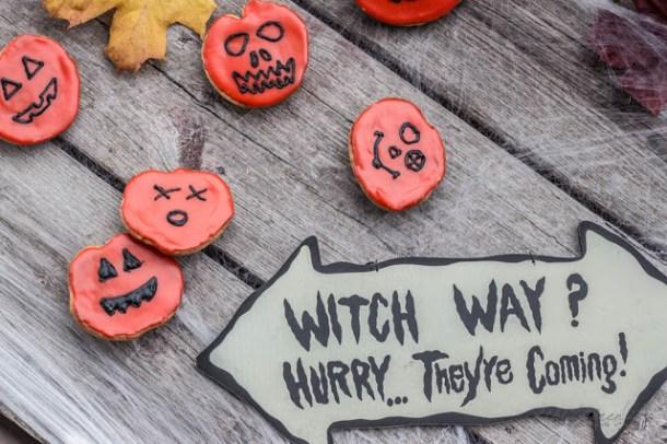 Amerikaner im Halloween-Gewand
