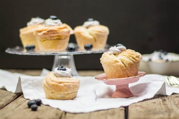 Blätterteig-Muffins mit Heidelbeersahne