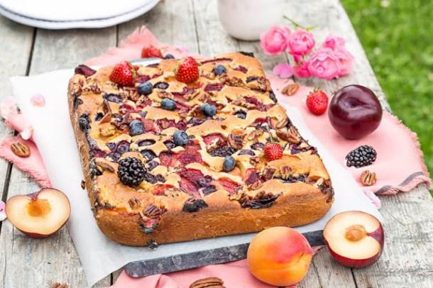 Fruit'n-Berry-Maismehl-Blechkuchen
