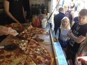 Пицца в фудтраке Hells Pizza.