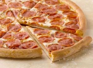 Пицца пепперони Папа Джонс.