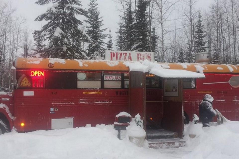 Фудтрак из Аляски зимой.