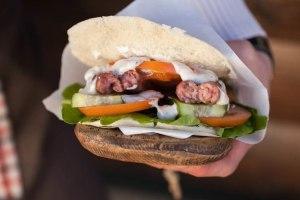 Сэндвич из фудтрака Forest Camp.