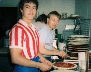 Появления пиццерии Papa John's.