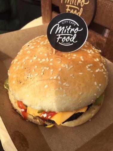 Бургер Mitro на Флаконе.