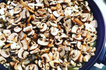 Pilzpfanne mit Zwiebeln und Knoblauch