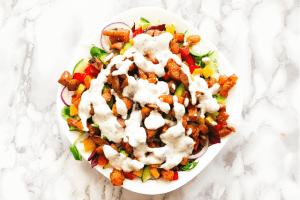 Bunter Salat mit Hähnchenbrust & Süßkartoffel