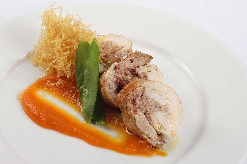Cockerel stuffed with Iberian ham and black truffleer - foodVAC