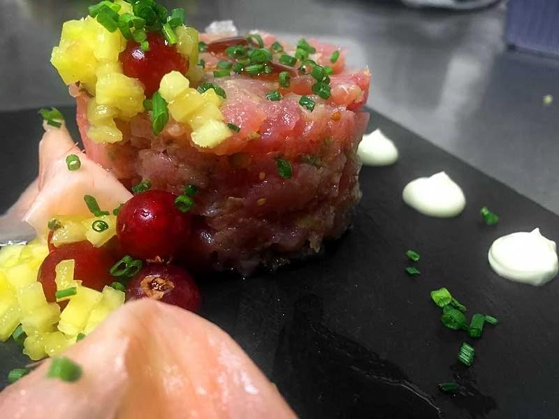 Tartar de atún con mayonesa de wasabi, jengibre encurtido y nabo japonés - Productos Quinta Gama para Alta Cocina - foodVAC