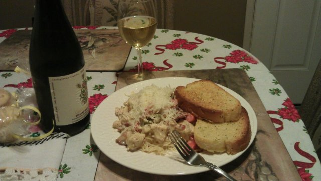 Creamy pasta and garlic bread with wine