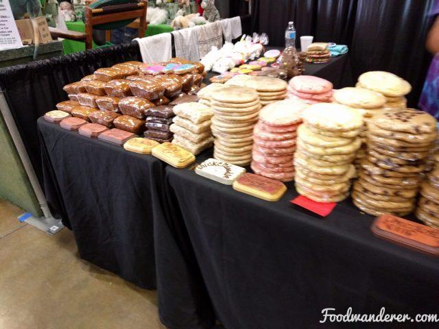 Giant snickerdoodle cookies,
