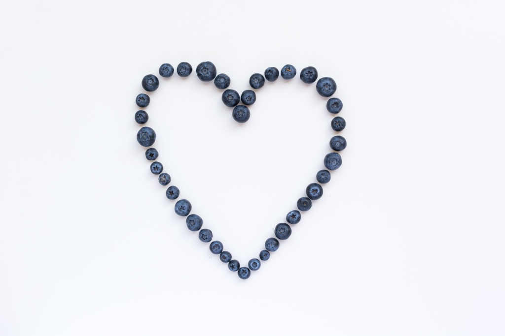 blueberries in a heart by foodiesfeed | valentines day alternatives | foodwithaview.com