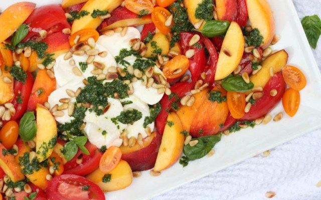 Burrata peach tomato caprese salad | beer and food, food and beer | foodwithaview.com