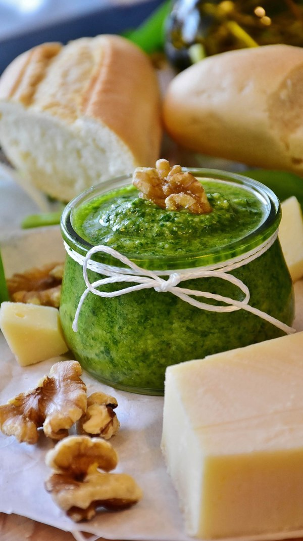Make ahead pesto as holiday gifts or easy sauces | Holiday entertaining made simple with lessons learned from The Barefoot Contessa | foodwithaview.com