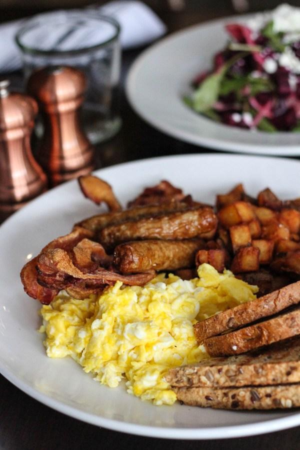 Eggs meat and toast for brunch | The Hills Tavern Millburn NJ | Best NJ Brunch Restaurants on foodwithaview.com