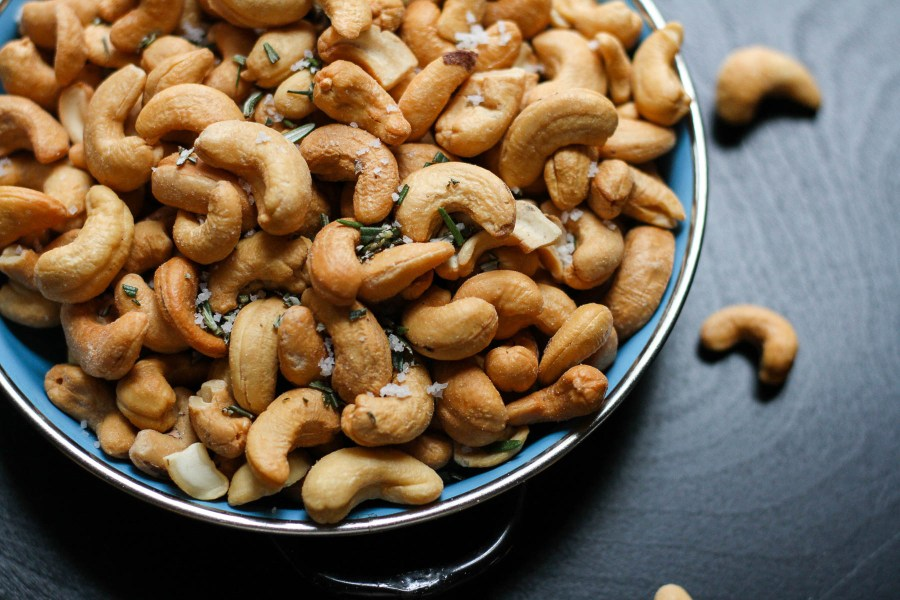 Rosemary salted cashews for easy appetizers | Holiday entertaining made simple with lessons learned from The Barefoot Contessa | foodwithaview.com