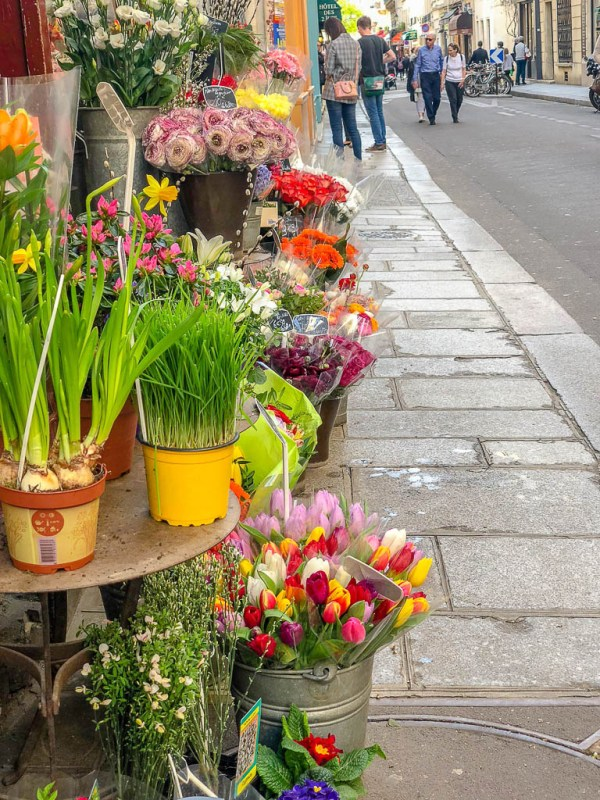 What to eat on a trip to Paris | Restaurants, cafes, food markets and more | Fresh flowers at a Paris street market | Culinary adventures in Paris on foodwithaview.com