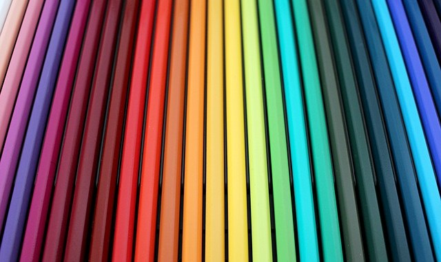 Pencils lined up according to the colour spectrum.