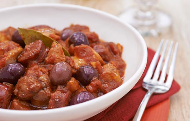Chicken-stew-with-tomatoes-chorizo-and-black-olives