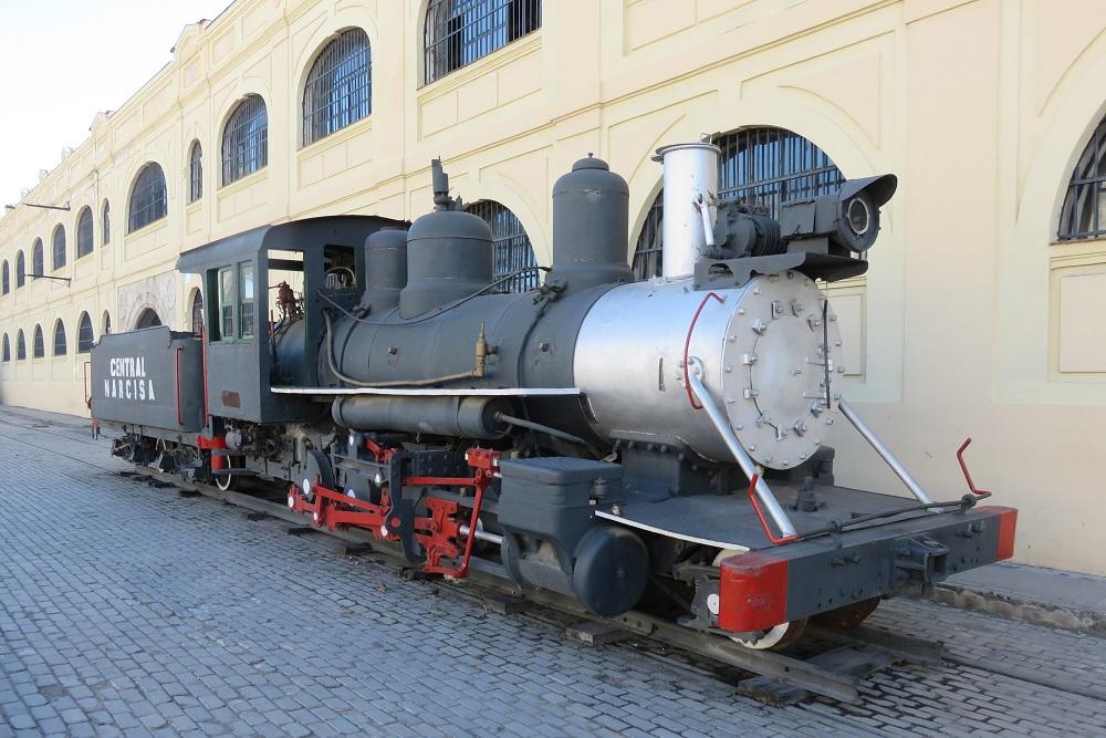 7418 Havana Exploring vibrant city full size old steam train