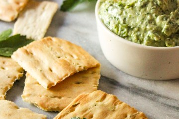artichoke, spinach dip, parsley, crackers