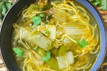 eggnoodles, vegetables, parsley,bowl