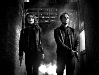 THE AMERICANS -- Pictured: (L-R) Keri Russell as Elizabeth Jennings, Matthew Rhys as Philip Jennings. CR: James Minchin/FX