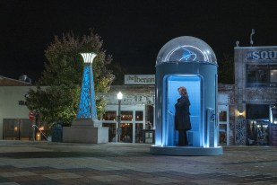 watchmen doctor manhattan phone booth laurie