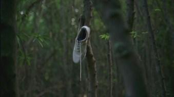 the white tennis shoe lost pilot 1