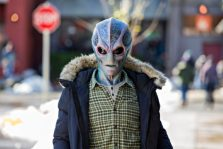 "RESIDENT ALIEN -- ""Pilot"" Episode 101 -- Pictured: Alan Tudyk as Alien Harry -- (Photo by: James Dittinger/SYFY)"