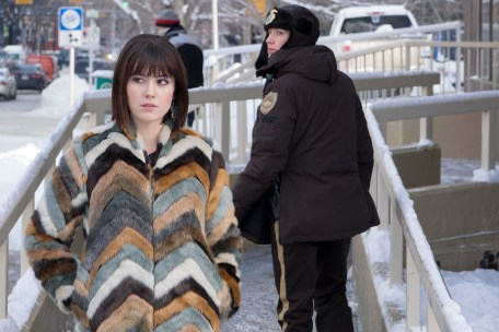 FARGO -- Year 3 -- Pictured (l-r): Mary Elizabeth Winstead as Nikki Swango, Carrie Coon as Gloria Burgle. CR: Chris Large/FX
