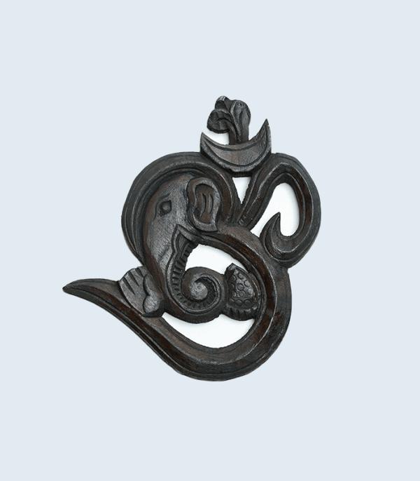Wooden Om symbol